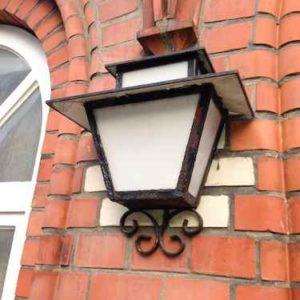 Alte Wand Außenlampen