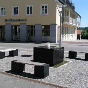 Basalt Brunnenanlage mit Sitzgruppe