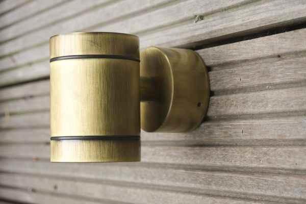 kleine runde bronze wand au enleuchte nach unten strahlend. Black Bedroom Furniture Sets. Home Design Ideas