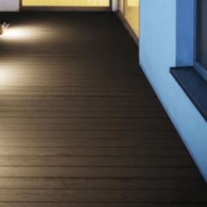 Kleine Weglampen aus Holz