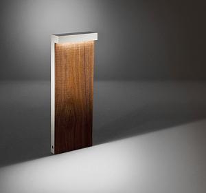 Weglampe aus Holz