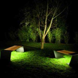 Gartenbank mit  Beleuchtung