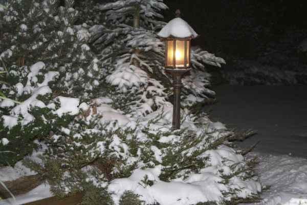 Gartenlaterne im Schnee