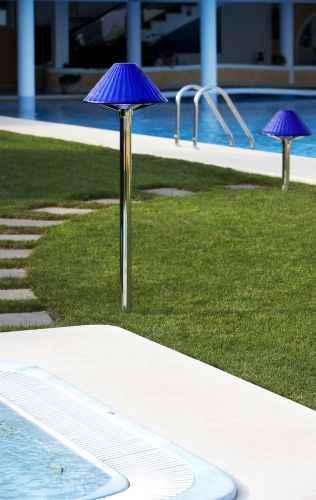 moderne gartenleuchte mit farbigem lampenschirm au en. Black Bedroom Furniture Sets. Home Design Ideas