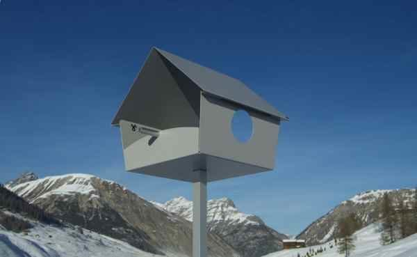 graues Design Vogelhaus