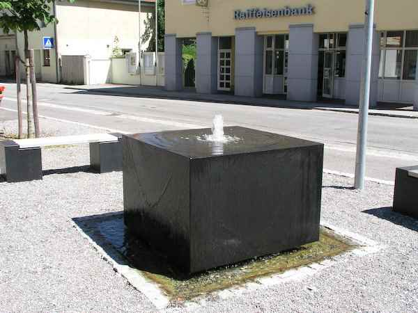 gro er basaltbrunnen kubus f r au en wasserbrunnen basalt. Black Bedroom Furniture Sets. Home Design Ideas