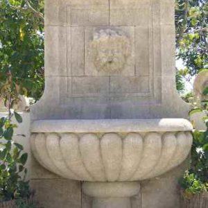 Großer schöner stehender Antik Wandbrunnen Naturstein