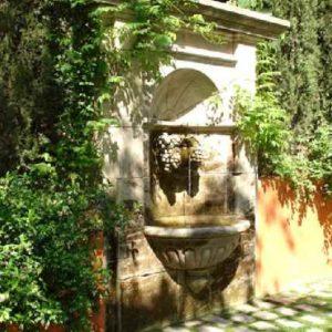 Großer stilvoller Antik Garten Außen Mauer Wandbrunnen aus Naturstein