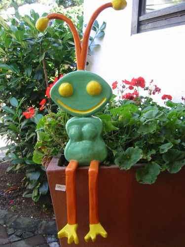 grpße grüne Ameise als Gartenfigur
