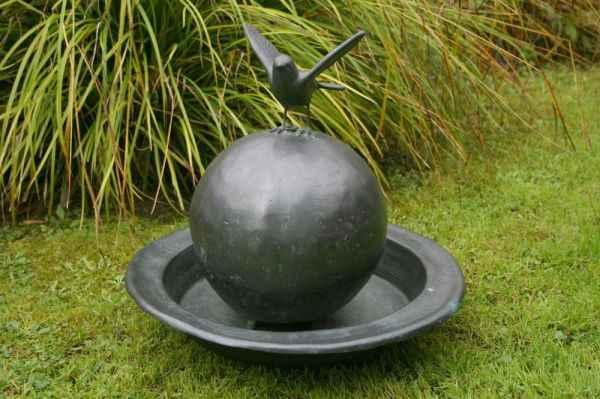 Basche gartenbrunnen mit kugel komplett aus kupfer f r den for Gartenbrunnen kugel