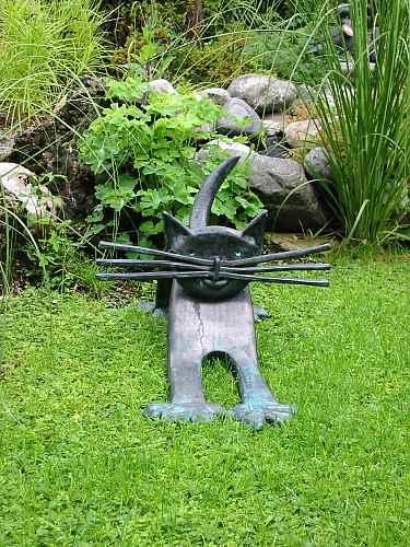 Katzenskulptur außen