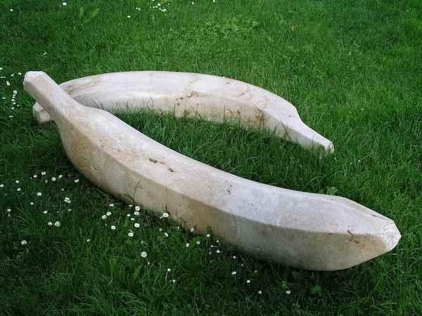 riesige bananen aus stein gearbeiten au en kunst garten design. Black Bedroom Furniture Sets. Home Design Ideas