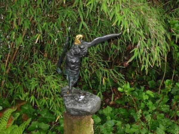 Kunst im Garten Figur skulptur