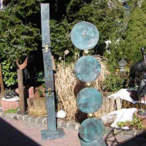 kunstvolle Stelen aus Kupfer für den Garten
