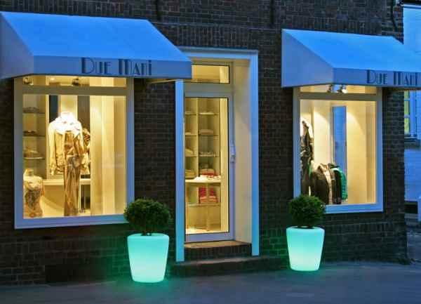 farbig leuchtende pflanzt pfe f r au en mit akku und fernbedienung. Black Bedroom Furniture Sets. Home Design Ideas