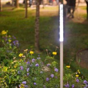 Lichtstele im Garten