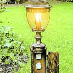 Leuchte mit Steckdosensockel