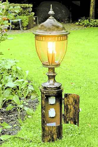 Gartenleuchte mit sockel und 2 steckdosen mit t r f r au e - Aussenschalter gartenbeleuchtung ...