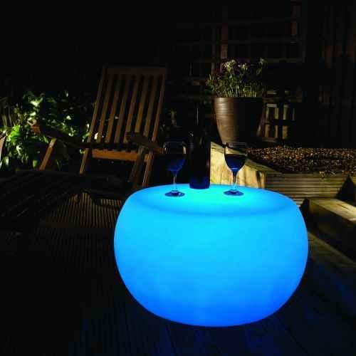 in sich leuchtender tisch au en f r garten farbige leuchte. Black Bedroom Furniture Sets. Home Design Ideas