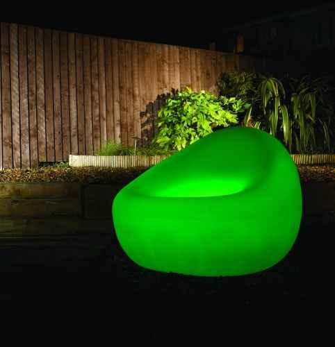 leuchtende sitzgelegenheiten f r drau en sitzm bel. Black Bedroom Furniture Sets. Home Design Ideas