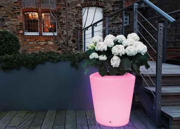 farbig leuchtende pflanzt pfe f r au en mit akku und. Black Bedroom Furniture Sets. Home Design Ideas
