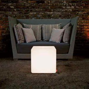 quadratische Leuchtmöbel outdoor
