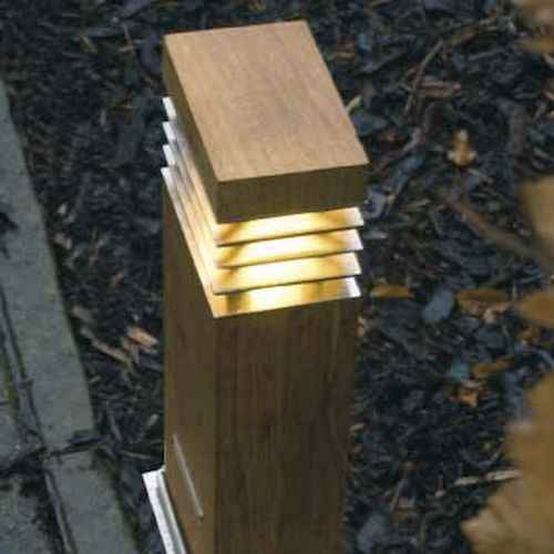 rechteckiger lichtpoller f r au en holz und edelstahl 40cm. Black Bedroom Furniture Sets. Home Design Ideas