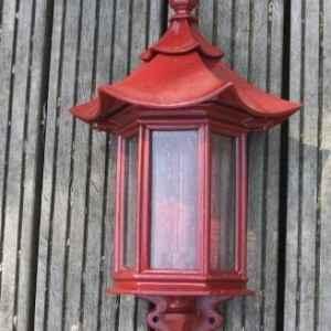 rote Außenlampen