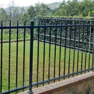 Schlichter Zaun für Ihr Grundstück