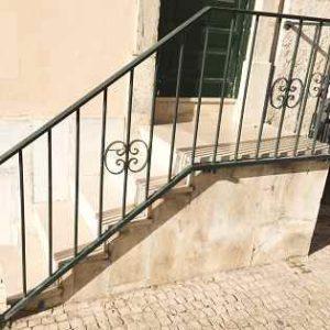 Schlichtes Treppengeländer als Tipp für Ihr Haus