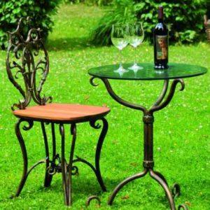 Schmiedeeiserner Gartentisch und Stuhl