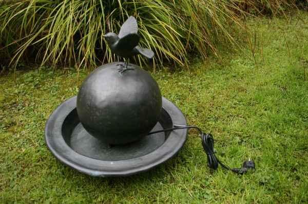 basche gartenbrunnen mit kugel komplett aus kupfer f r den. Black Bedroom Furniture Sets. Home Design Ideas