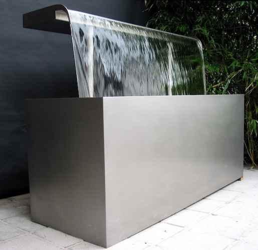 Design garten wasserbrunnen gartenduschen wasserschwall for Teich edelstahl