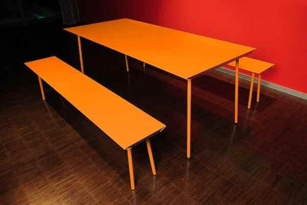 moderne farbige garten tisch und bankgarnitur f r au en. Black Bedroom Furniture Sets. Home Design Ideas