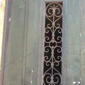 Türfüllung aus Metall als Muster fürs Haus.