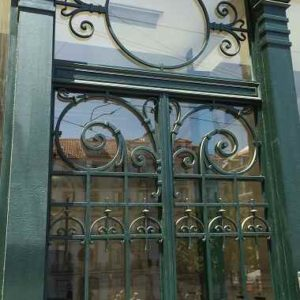 Verzierte Glasfassade