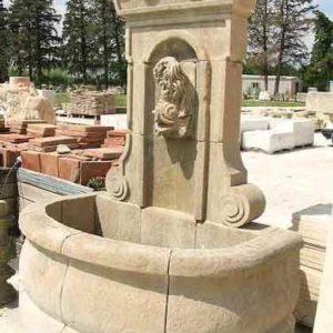 Wandbrunnen für Hof und Garten aus Naturstein mit Wasser Auffangbecken