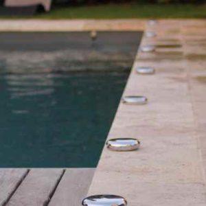 Schwimmbadrand beleuchten