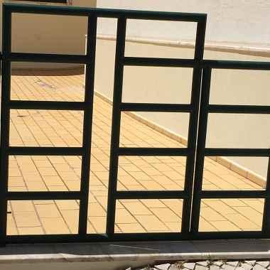 zaunanlage mit tor sch ne idee f r ihr zaun gartenleuchten. Black Bedroom Furniture Sets. Home Design Ideas