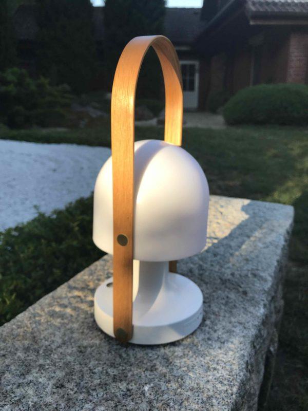 Akku Tischlampe außen mit Holzgriff
