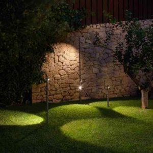 Originelle filigrane Gartenleuchte wie Bambus