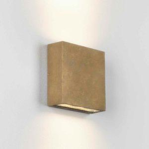 Quadratische Altmessing Wandleuchte für außen