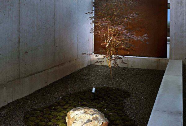 Design Erdspießlampe mit Kabel um kleine Bäume anzustrahlen