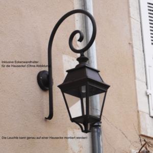 Stilvolle Außenlampe geeignet für Hausecke