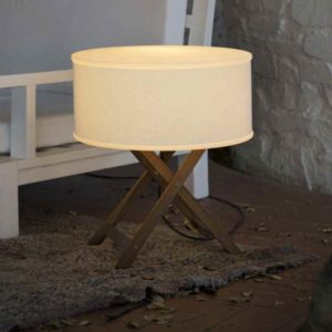 Mobile Tischleuchte außen mit Holzfuß