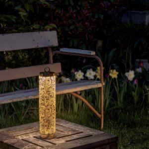 Romantische Tisch Akkuleuchte im Freien