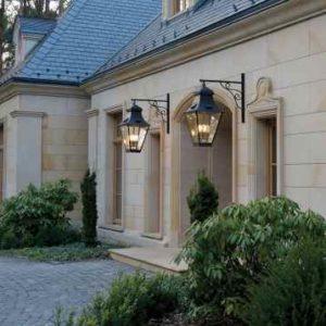 Große stilvolle Wand Hängeleuchten Hauseingang