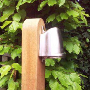Holz Pollerleuchte mit Nickelstrahler nach unten