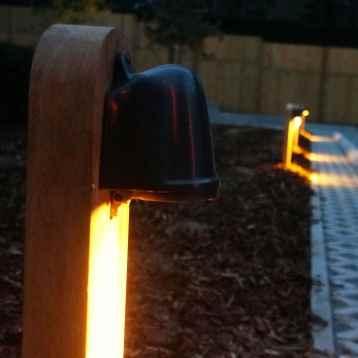 Holz Pollerleuchte mit Strahler nach unten Anwendung Weg