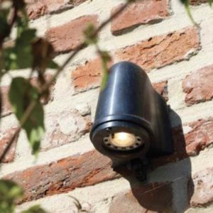 Kleine Außenwandlampe für wenig Platz LED-Technik